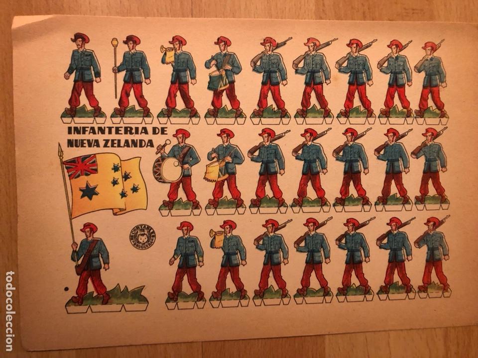 LAMINA RECORTABLES BRUGUERA 24X18 CM SOLDADOS INFANTERÍA DE NUEVA ZELANDA (Coleccionismo - Recortables - Soldados)