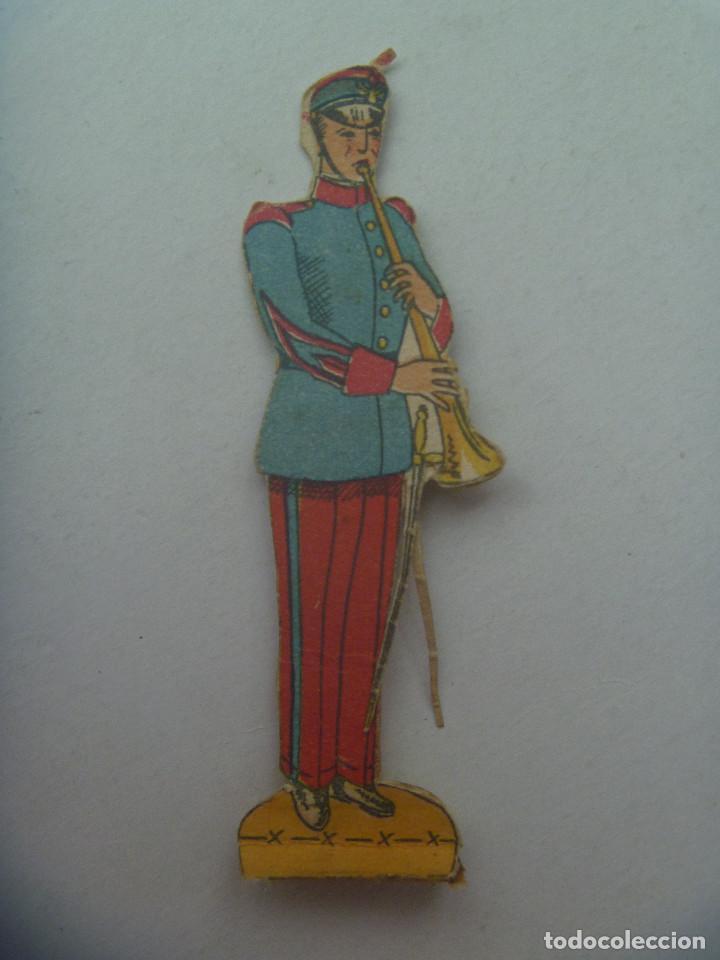 FIGURA DEL EJERCITO ESPAÑOL : MUSICO . RECORTADO Y MUY ANTIGUO (Coleccionismo - Recortables - Soldados)