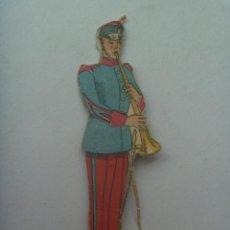 Coleccionismo Recortables: FIGURA DEL EJERCITO ESPAÑOL : MUSICO . RECORTADO Y MUY ANTIGUO. Lote 147670418