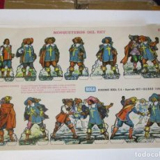 Coleccionismo Recortables: ANTIGUO RECORTABLE DE MOSQUETEROS DEL REY, EDICIONES BOGA DE BILBAO MIDE 31 X 21 CMS 1973. Lote 206433601