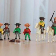 Coman Boys: DOS VAQUEROS A CABALLO Y 4 A PIE. TODOS ARMADOS. SOMBRERO Y ZAPATOS DE RECAMBIO. INF Y 8 FOTOS.. Lote 132417190