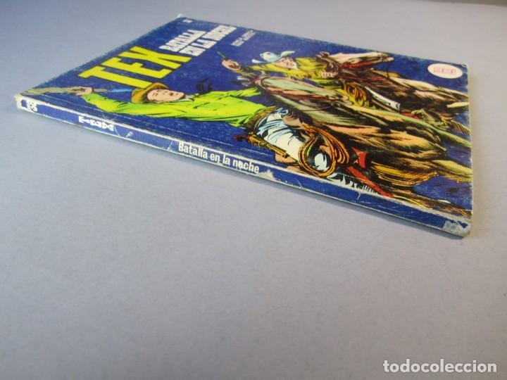 Cómics: TEX (1970, BURU LAN) 38 · 1971 · BATALLA EN LA NOCHE - Foto 3 - 155388774