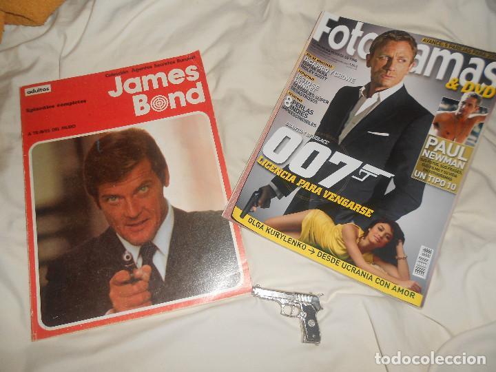 LOTE AGENTES SECRETOS 1974 JAMES BOND CÓMIC Y SEMBLANZA, FOTOGRAMAS 007, PAUL NEWMAN, PISTOLA METAL (Tebeos y Comics - Buru-Lan - James Bond)