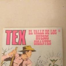Cómics: TEX Nº 60, EL VALLE DE LOS HUESOS GIGANTES, EDICIONES BURU-LAN, 1971. Lote 193186907