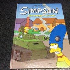 Cómics: LOS SIMPSON MAGOS DEL HUMOR - SIMPSON, CON TANQUES Y A LO LOCO - TAPA DURA. Lote 116096799