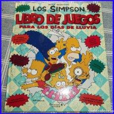 Cómics: LOS SIMPSON LIBRO DE JUEGOS PARA LOS DIAS DE LLUVIA MATT GROENING ED. B 2006 CON LA BARAJA DE CARTAS. Lote 123394999