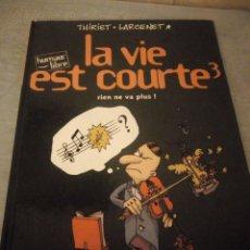 Cómics: THIRIET LARCENET LA VIE EST COURTE 3, AÑO 2000,HUMOR FRANCES.. Lote 214945217