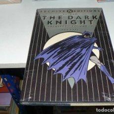 Cómics: LIBRO DE BATMAN EN INGLES. Lote 254482225