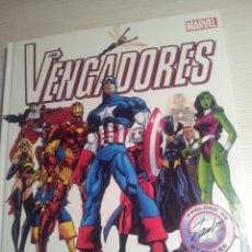 Cómics: COMIC MARVEL AVENGERS LOS VENGADORES GUIA DEFINITIVA TAPA DURA GRAN FORMATO. Lote 46890110