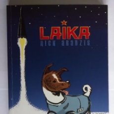 Cómics: LAIKA (NOVELA GRÁFICA) DE NICK ABADZIS. Lote 190903915