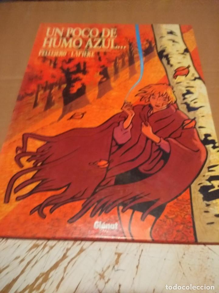 UN POCO DE HUMO AZUL ( DE PELLEJERO & LAPIERE) CON CARACTERISTICA ESPECIAL (Tebeos y Comics - Glénat - Autores Españoles)