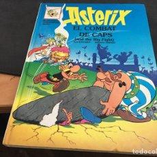 Cómics: ASTERIX Nº 10 EL COMBAT DE CAPS TAPA DURA CATALAN - INGLES (COI41). Lote 96792035