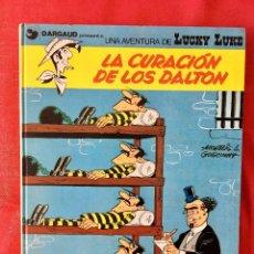 Cómics: LUCKY LUKE LA CURACIÓN DE LOS DALTON 1975 TEBEO EN TAPA DURA NUMERO 5 DARGAUD UNA AVENTURA DE LUCKY . Lote 99057799