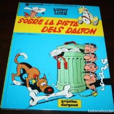 Cómics: LUCKY LUKE - SOBRE LA PISTA DELS DALTON - MORRIS & GOSCINNY - GRIJALBO/DARGAUD - 1990 - EN CATALÁN. Lote 101245343