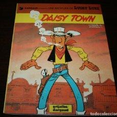 Cómics: LUCKY LUKE - DAISY TOWN - MORRIS/GOSCINNY - GRIJALBO/DARGAUD - 1984 - EN CATALÁN. Lote 102027567