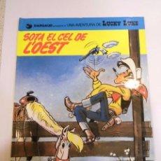 Cómics: LUCKY LUKE - SOTA EL CEL DE L'OEST - CATALAN - TAPA DURA - EDIT GRIJALBO - 1971. Lote 110783135