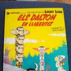 Comics: LUCKY LUKE ELS DALTON EN LLIBERTAT EN CATALA. Lote 117984536