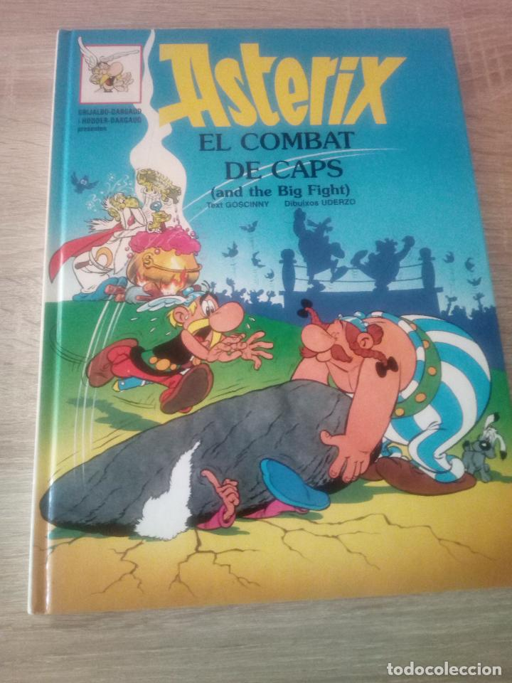 ASTÉRIX - EL COMBAT DE CAPS - EN CATALÁN E INGLÉS - EDITORIAL GRIJALBO 1996 (Tebeos y Comics - Grijalbo - Asterix)