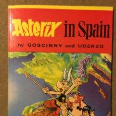 Cómics: ASTERIX IN SPAIN. EDITORIAL HODDER DARGAUD. TAPA . NOVENA IMPRESIÓN AÑO 1979.. Lote 139579672
