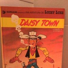 Cómics: LUCKY LUKE, DAISY TOWN, GRIJALBO-DARGAUD, EN CATALÀ. Lote 148166542