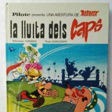 Cómics: ASTÉRIX LA LLUITA DELS CAPS. Lote 177816382
