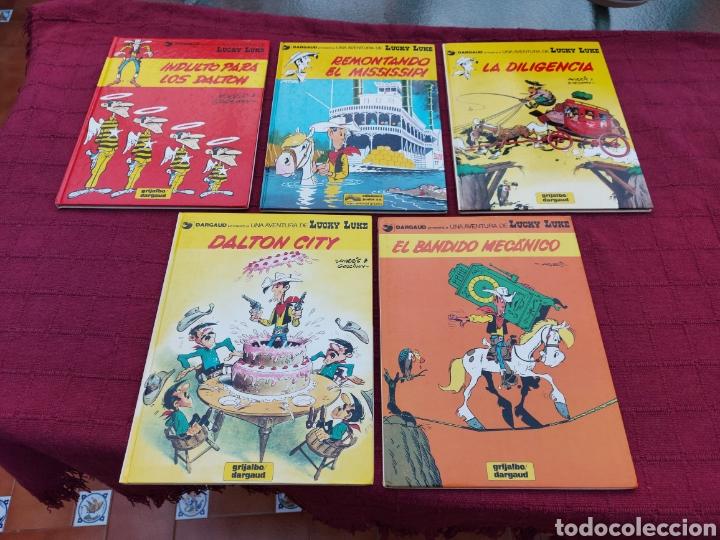 LUCKY LUKE: LA DILIGENCIA, EL BANDIDO MECANICO,DALTON CITY, INDULTO PARA LOS DALTON, REMONTANDO EL M (Tebeos y Comics - Grijalbo - Lucky Luke)