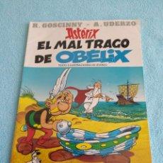 Cómics: ASTERIX EL MAL TRAGO DE OBELIX PLANETA JUNIOR EN PLASTICO ORIGINAL GOSCINNY UDERZO TAPA BLANDA. Lote 227884330