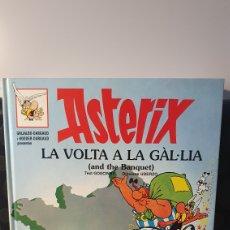 Cómics: ASTERIX LA VOLTA A LA GÀL.LIA( AND THE BANQUET) / (INGLES-CATALÀ) / GRIJALBO DARGAUD. Lote 238200455
