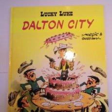 Cómics: LUCKY LUKE - DALTON CITY - SALVAT - 2001 - ESTADO PERFECTO. Lote 239867365