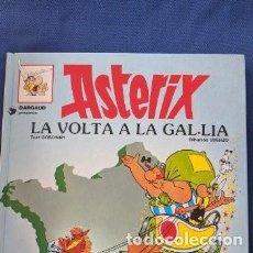 Cómics: LOTE 2 COMICS ASTERIX (CATALÁN): ASTERIX I LA VOLTA A LA GAIA + ASTERIX L'ENDEVÍ. Lote 254510365