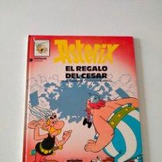 Cómics: ASTÉRIX NÚMERO 21 EL REGALO DEL CÉSAR GRIJALBO-DARGAUD AÑO 1993 TAPA DURA. Lote 260468510