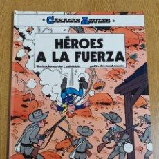 Cómics: CASACAS AZULES, HÉROES A LA FUERZA, GRIJALBO , TAPA DURA. Lote 262850245
