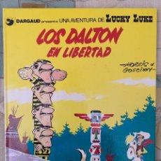 Cómics: LUCKY LUKE - LOS DALTON EN LIBERTAD - GRIJALBO DARGAUD NUMERO 21. Lote 283892883
