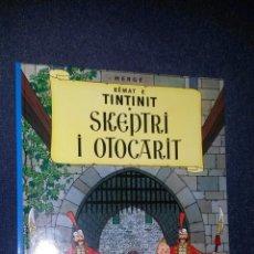 Cómics: TINTIN IDIOMAS - ALBANES - CETRO DE OTTOKAR / SKEPTRI I OTTOCARI - PRIMERA EDICION FIRMADA TRADUCTOR. Lote 222615347