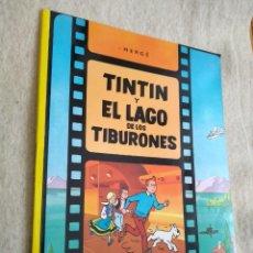 Cómics: TINTÍN Y EL LAGO DE LOS TIBURONES - RÚSTICA - PERFECTO ESTADO. Lote 155458670