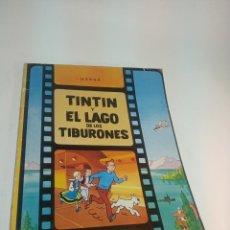 Cómics: LAS AVENTURAS DE TINTIN. TINTIN Y EL LAGO DE LOS TIBURONES. HERGÉ. JUVENTUD. TAPA BLANDA. 1977.. Lote 197751971
