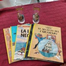 Cómics: TINTIN LOTE DE 5 COMICS Y 2 VASOS DE LAS AVENTURAS DE TINTIN. Lote 215157811