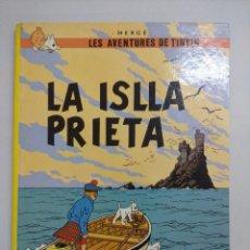 Cómics: LES AVENTURES DE TINTIN/LA ISLLA PRIETA-HERGE-JUVENTUD/EDICION EN BABLE-ASTURIANO.. Lote 218382122