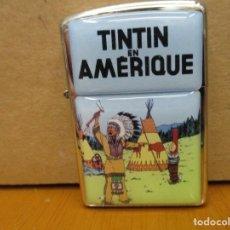 Cómics: MECHERO TINTIN TIPO ZIPPO NUEVO - SIN USO - TINTIN EN AMERICA - PORTADA FRANCESA. Lote 222312432
