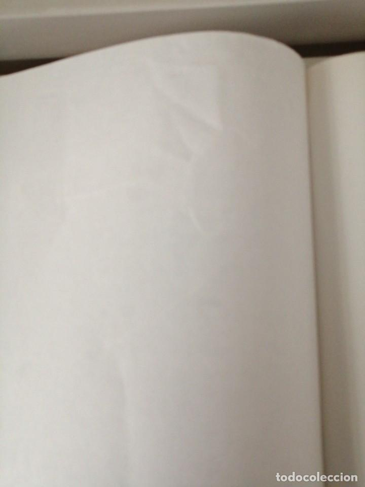 Cómics: Adarbakarraren Sekretua Marrazoen aintzira Ilargian Oinez Bidean Tintin abenturak Euskera Vasco - Foto 5 - 213233667