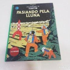 Cómics: LIBRO TINTIN EN ASTURIANU (BABLE)- PASIANDO PELA LLUNA. Lote 228509775