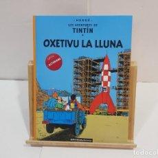 Cómics: LIBRO DE TINTIN EN ASTURIANU (BABLE) - OXETIVU LA LLUNA. Lote 228510180