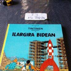Cómics: TINTIN EUSKERA ILARGIRA BIDEAN ELKAR PRIMERA EDICIÓN VER FOTOS NOMBRE A BOLI EN PRIMERA PÁGINA HERGE. Lote 229974005