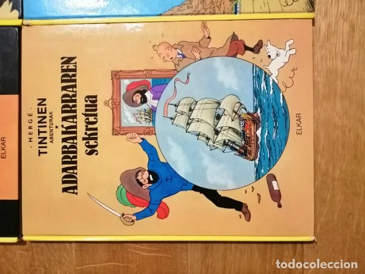 Cómics: Adarbakarraren Sekretua Marrazoen aintzira Ilargian Oinez Bidean Tintin abenturak Euskera Vasco - Foto 11 - 213233667