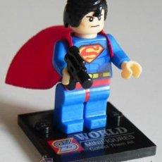 Cómics: SUPERMAN PEQUEÑA FIGURA MUÑECO SUPERHÉROE DE CÓMIC Y CINE FIGURITA WORLD JUGUETE COMPATIBLE CON LEGO. Lote 45629950