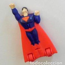 Cómics: FIGURA SUPERMAN CON RUEDAS - CON CUERDA CORRE (VUELA) MUY RÁPIDO - PERSONAJE DE CÓMIC Y CINE JUGUETE. Lote 85327900