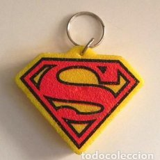 Cómics: LLAVERO - ESCUDO DE SUPERMAN - LOGO DE SUPERHÉROE DE CINE Y CÓMIC - LETRA S -MÁS COSAS D ÉL EN VENTA. Lote 113123915