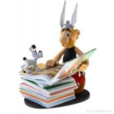 Fumetti: FIGURA ASTÉRIX CON PILA DE CÓMICS COLLECTOYS. Lote 147691538