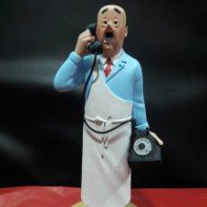 Cómics: FIGURA TINTÍN RESINA MOULINSART EL SEÑOR SANZOT AL TELÉFONO. Lote 155344838