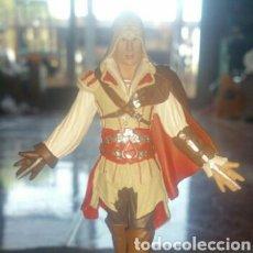 Cómics: FIGURA ASSASIN'S CREED SINDICATE DE EZIO AUDITORE DA FIRENZE. Lote 175117597